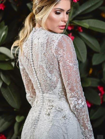 Noivado: Bárbara Evans usa vestido confeccionado com os tecidos de Pétalas