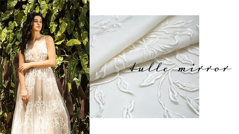 Vestido confeccionado com tecido Tulle Mirror - Pétalas